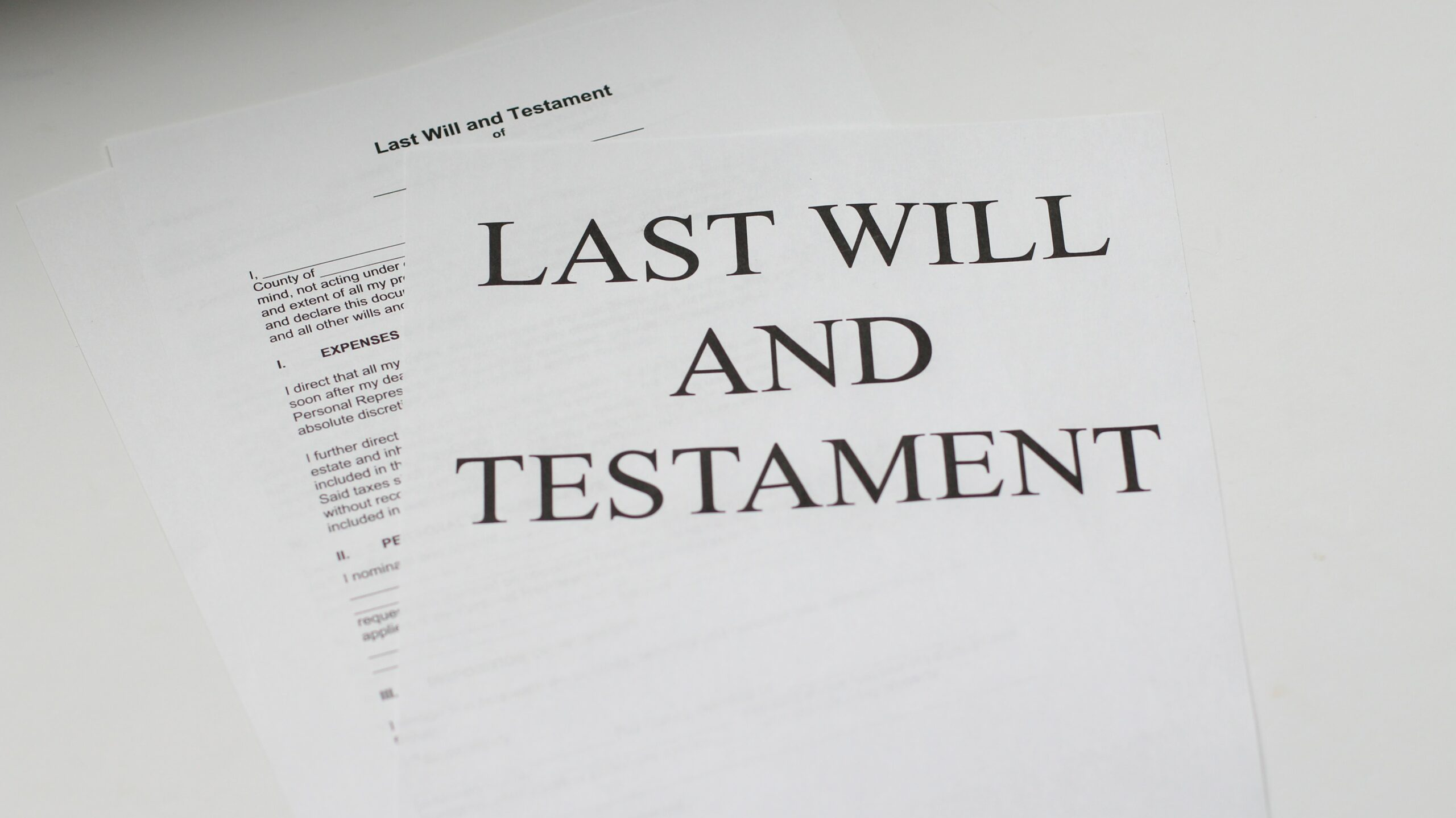 B.C. Estate Law Issues: Why a Lawyer is Better Than a Will Kit or a Notary